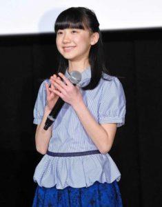 制服姿の芦田愛菜さん