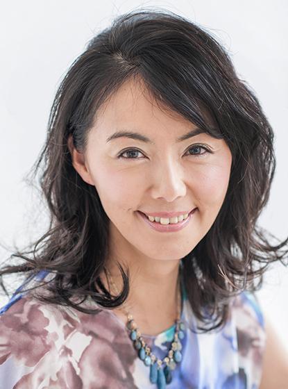 髪のアクセサリーが素敵な遊井亮子さん